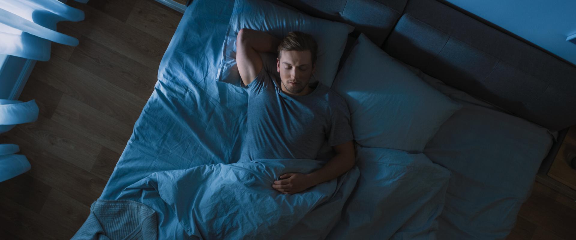 Dormir en una habitación fría