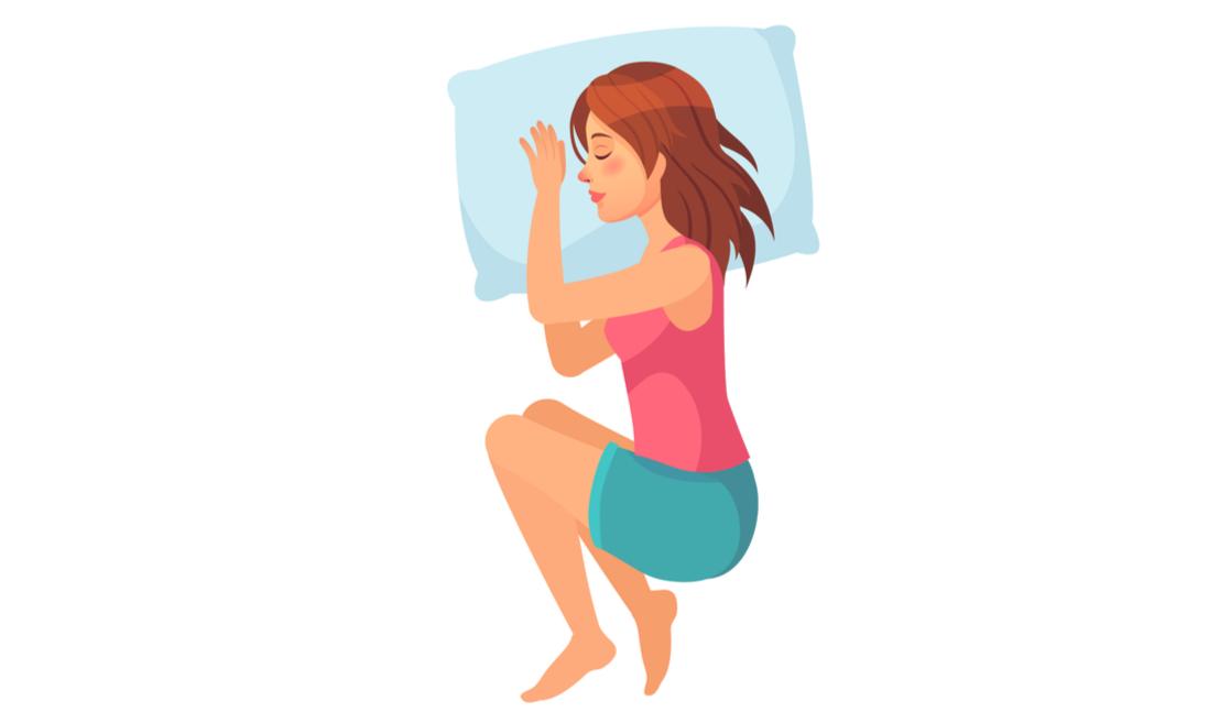 Mujer dormida en posición fetal